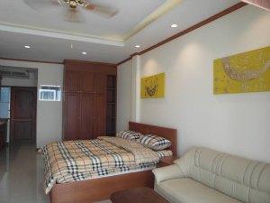 宽敞的壁橱和舒适的床