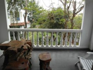 Балкон с мебелью ручной работы