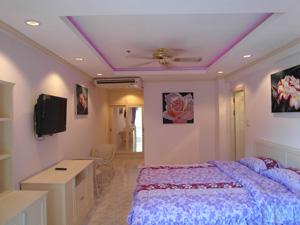 Потолки с фиолетовой подсветкой