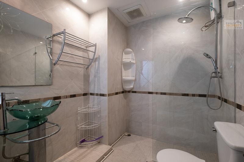 Zweite Grosse Badezimmer