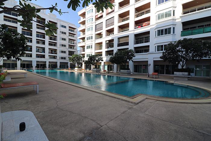 Relaxen am Schwimmbad