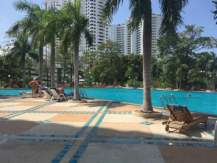 Am Schwimmbad Relaxen!