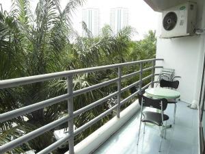 Балкон со столиком