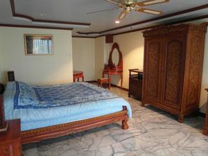 宽敞的卧室