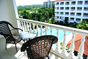 Balcon Avec Vue Sur La Piscine