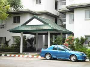 班苏安拉拉纳公寓套房入口