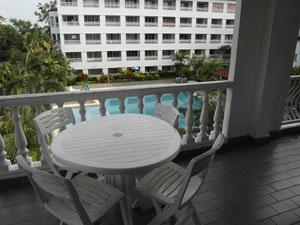 Balcon Avec Une Vue de la Piscine