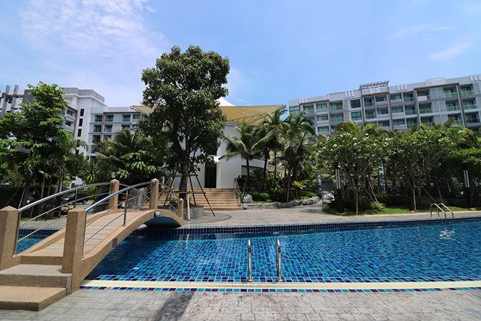 Dusit Grand Park Pool