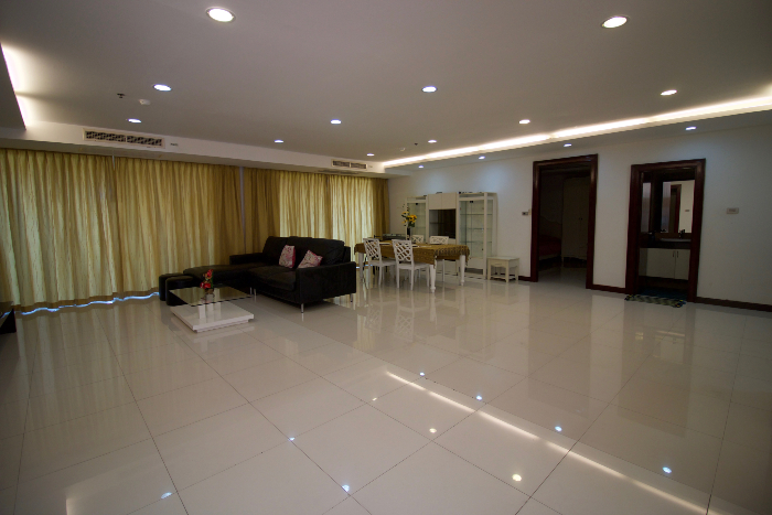 Very Spacious Living Area
