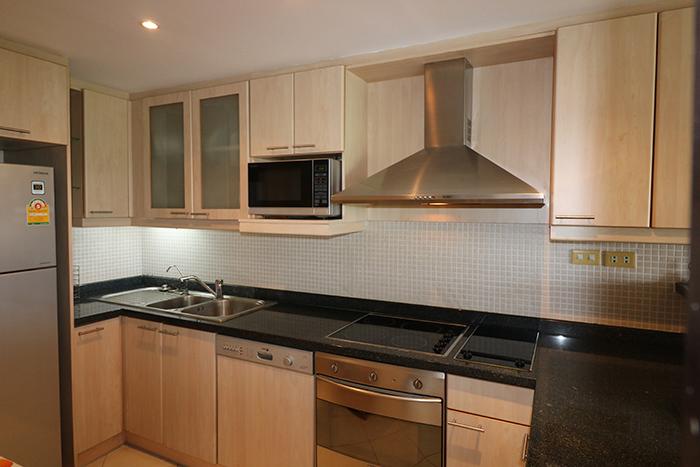 Kitchen w/ Oven