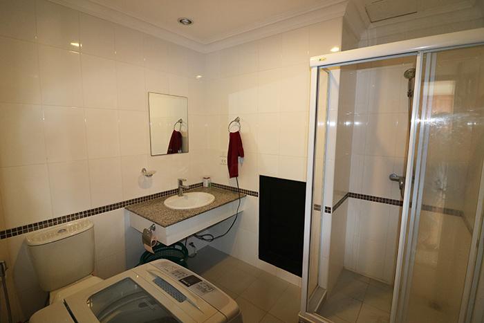Bathroom w/ Washing Machine
