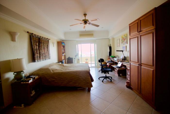 Hauptschlafzimmer mit integriertem Büro