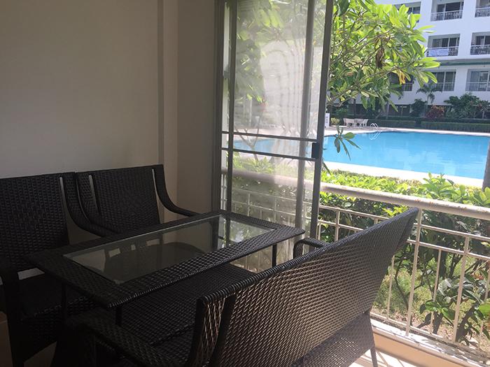 Balkon mit Pool Blick