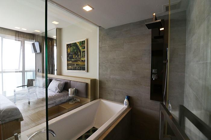 浴室玻璃环绕