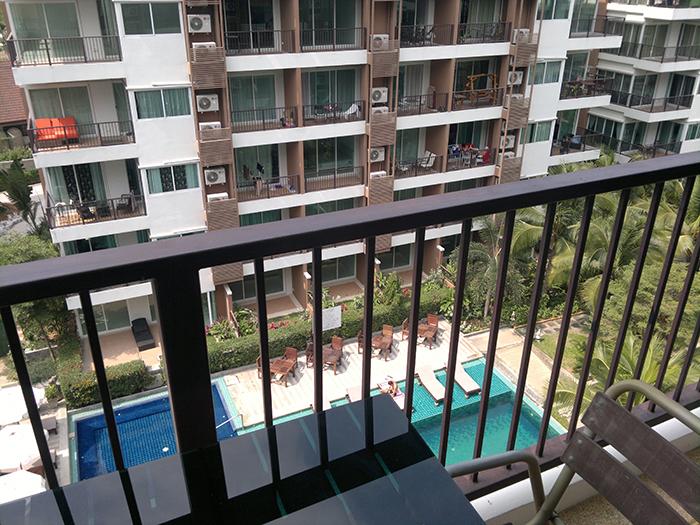从阳台可以看到的泳池景观