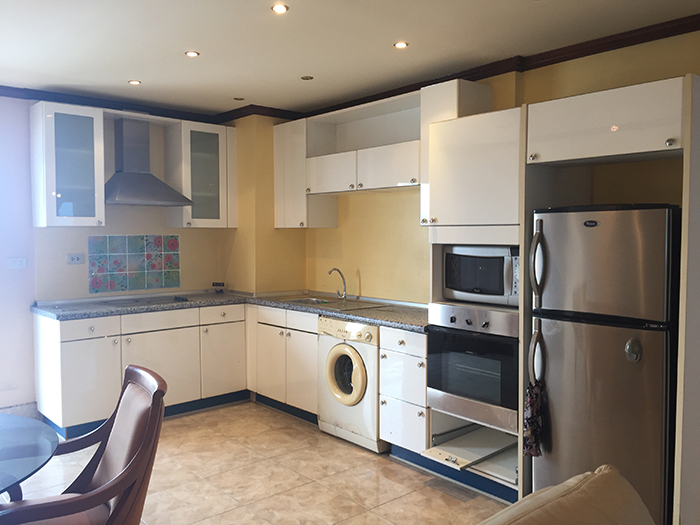 Large Kitchen/Washing Machine